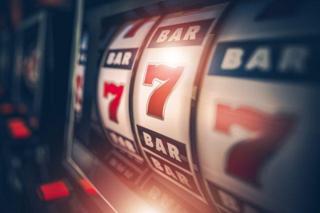 ギャンブル依存症が保険適用に?一方で世間が保険適用にすべきと思っている費用とは