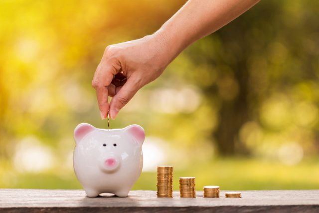 あなたは自分の収入や老後の備えに満足している? 老後の備えに満足している人はたったの10%