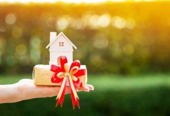家の財産は隠居して守る?生きているうちに財産の管理を任せる方法とは