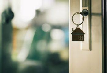 親の自宅を住宅ローンごと、生前に引き受ける2つの方法とは?
