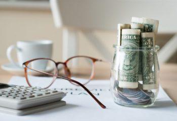 退職金の受け取りは〈一括〉と〈分割〉どちらがお得? 課税の仕組みについて解説