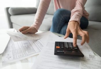 新型コロナで収入激減…。個人事業主やフリーランスが利用できるお金の対策法を3つ紹介!