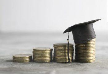 新型コロナにより収入が減った場合の「国の教育ローン」の特例措置とは?