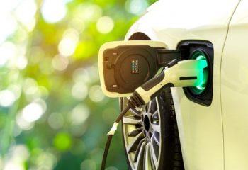 電気自動車(EV)のメリット、デメリットとは?
