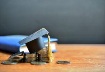 給付奨学金の適格認定って?どんな場合に奨学金の廃止や停止が起こる?