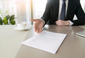 2019年度の生命保険42社の個人年金保険契約件数や取り扱いの状況って?