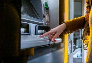 マイナポイントのスマホ手続きが面倒…そんなアナログ人間に福音?ATMでの登録を実践してみた