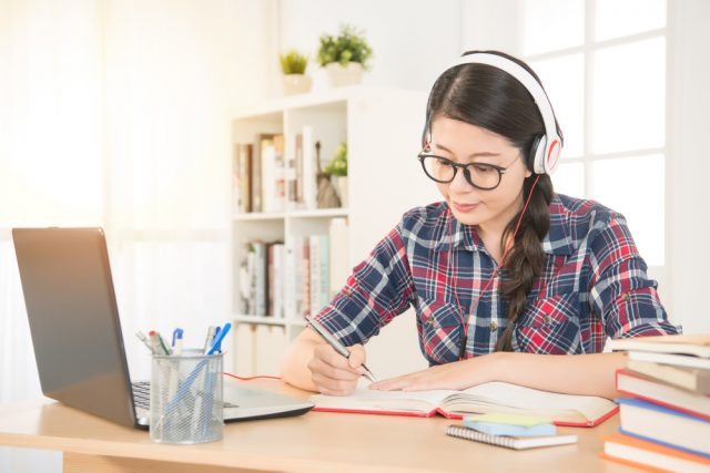 オンライン授業への移行はどれくらい進んでる?オンライン授業を評価するも、対面授業よりも安い月謝を希望する声も