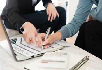 20代、30代の人が民間の保険加入を検討するときに知っておきたい3つのこと