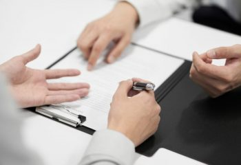 リースバックの利用の流れについて解説。契約手続きや必要な書類にはどのようなものがある?