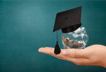 奨学金も繰り上げ返済できるの? どんなメリットがある?