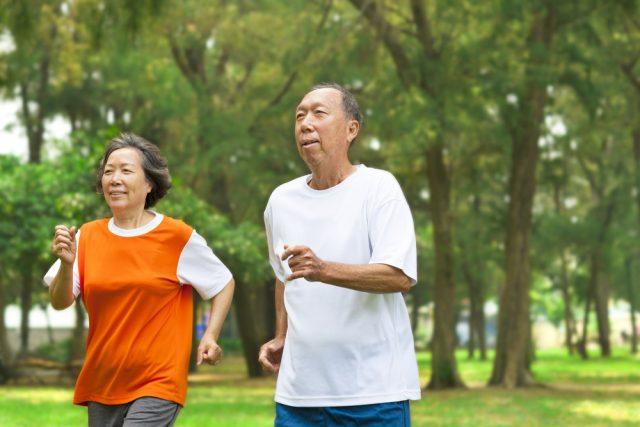 今年60歳になる人の貯蓄金額はいくら?自由に使えるお金はどれくらいあるの?