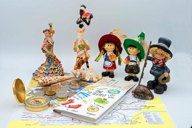 海外のお土産を見て海外旅行に想いを馳せる。人気のお土産、もらっても困るお土産は?
