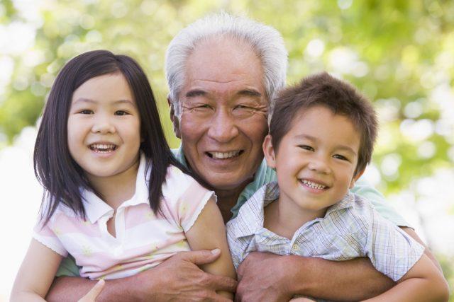 1年で孫のために使った平均額は約11万円! シニアの生活意識調査