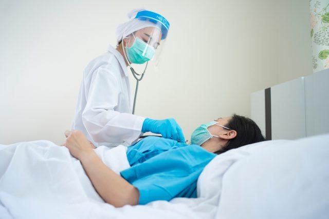 新型コロナウイルスにかかったら、どんなお金がかかる? PCR検査や入院費、民間の生命保険からの給付金などについて解説