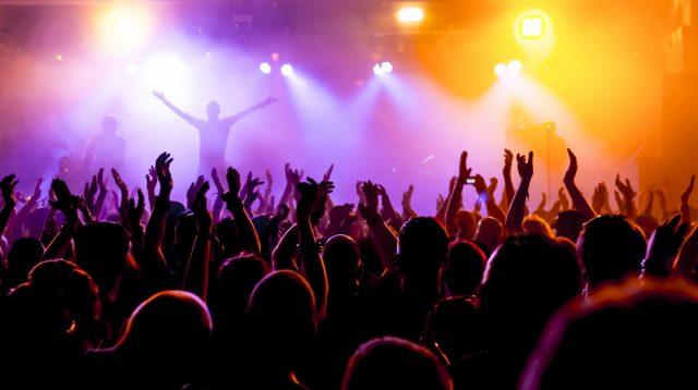 音楽ファンの活動もネットにシフト?ライブ配信にはいくらまでなら払える?