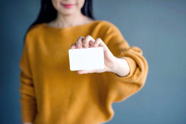 マイナンバーカードは確定申告にも役立つ? 2021年3月からは健康保険証としての機能も