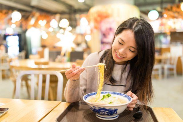 飲食店へのコロナの影響は? ラーメン、カレーなど1人客が多い業種は影響が比較的少ない?