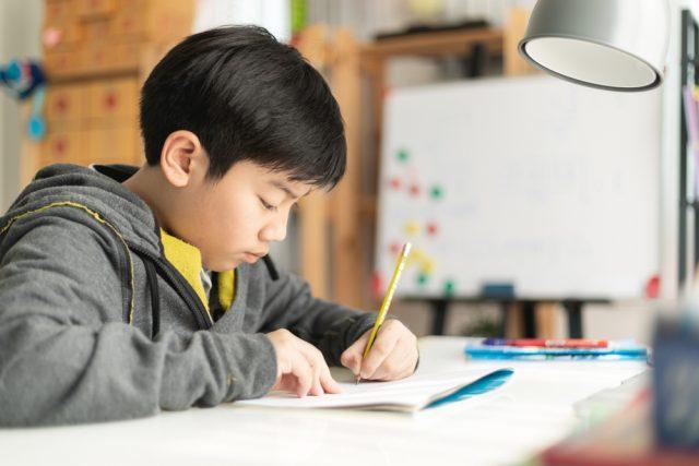 小学校の「お受験」いくらかかる?受験準備の費用と入学後にかかる費用とは