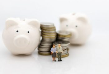 退職金をいくらもらっている?受取方法の一時金と年金、それぞれどんな税金がかかる?