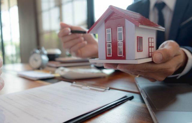 住宅ローンの借り換えで名義変更を行う方法