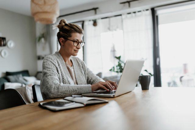 女性の在宅ワーク、月収はどれくらい?経験したことのある職種って?