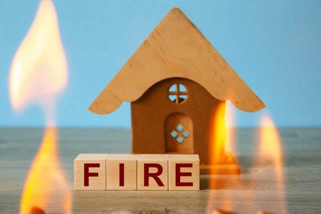 住宅ローンを借り換えるなら火災保険は入り直し?それとも継続できる?