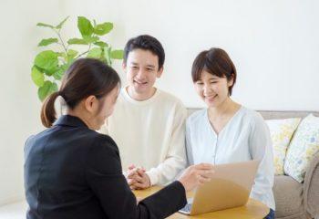 営業に言われるがまま保険の見直し…実は損する場合も?見直しの注意点とは