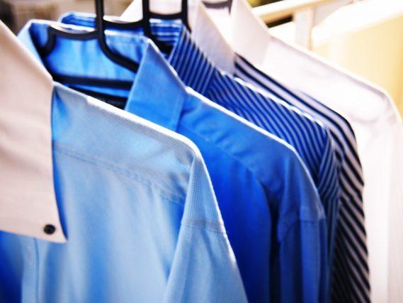 ワイシャツやセーターはクリーニングに出す? それとも自分で洗う? みんなの洗濯事情とは