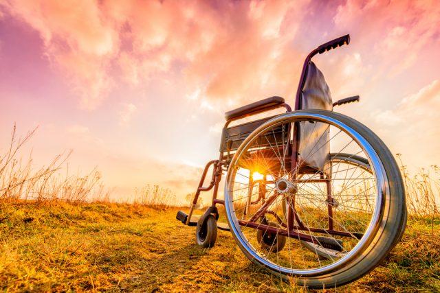 障害年金の対象者とは? いくらもらえるかなど金額や制度について解説