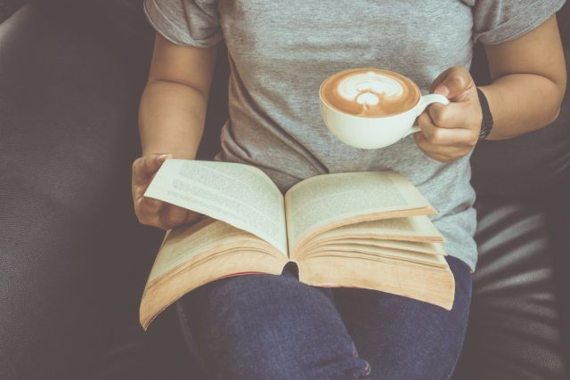 読書の秋!18歳前後の若者の、読書や新聞に対する意識って?6割が読書好きという結果も