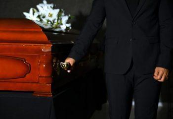葬儀費用ってどのくらいかかる?給付金はあるの?