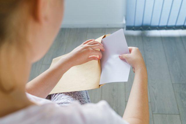 年金手帳、令和4年4月から廃止へ。代わりになる基礎年金番号通知書とは?