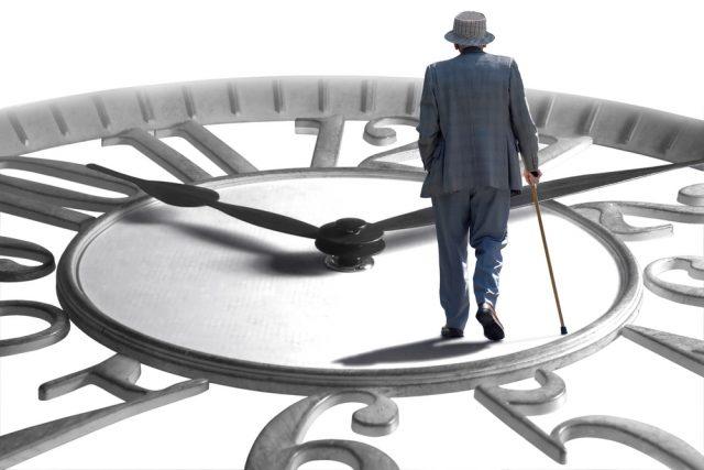 65歳目前で会社を辞めると、失業保険の給付はどうなる?年金の受給は繰下げないほうがいい?