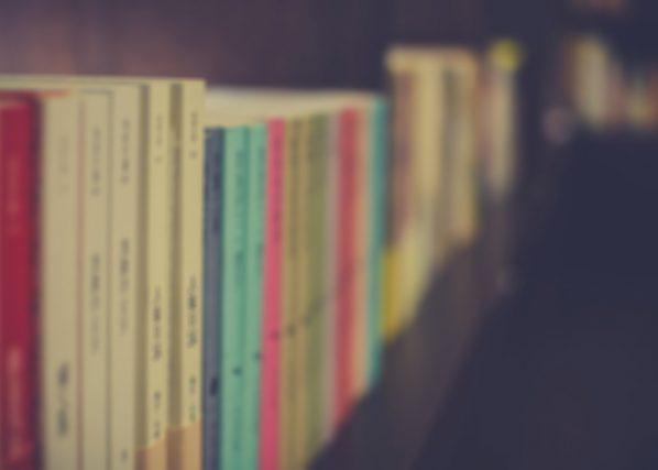 こんな基準で選ぶ人はいないと思いますが、文庫本に見られる意外な「コスパ」の差とは?