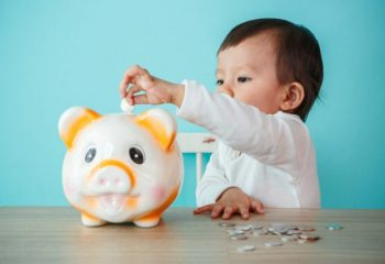 子どものお小遣いはいくら渡してる?中にはキャッシュレス決済で渡している人も?