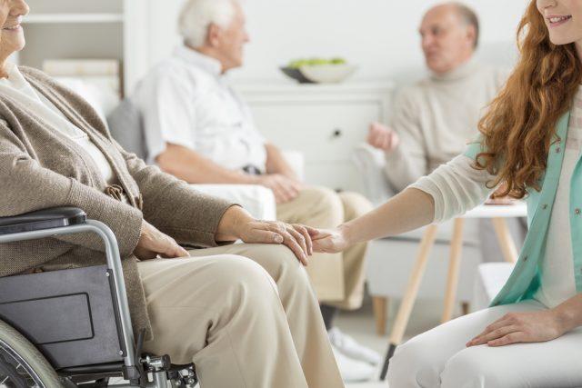 有料老人ホーム、入居一時金方式と月払い方式どっちがお得?