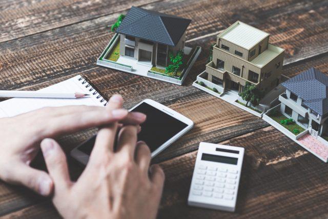 離婚したら住宅ローンは借り換え必須?借り換え方法や必要書類も紹介