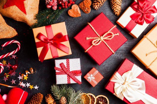 クリスマスプレゼントはフリマアプリで安く買ってもいい? 贈られる人はどう思うの?