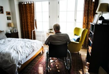 おひとりさまの老後準備。介護施設に入るにはいくら必要?