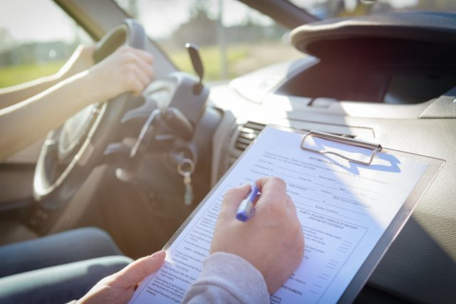 高校卒業間近!車の免許を取得するためにはいくら必要?