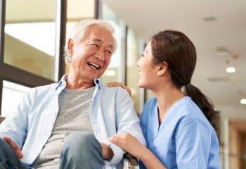 介護士の月収はいくら?給与の違いや給与を上がる方法を解説