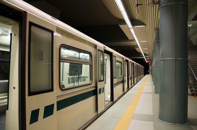 電車の終電繰り上げ、生活にどう影響する?