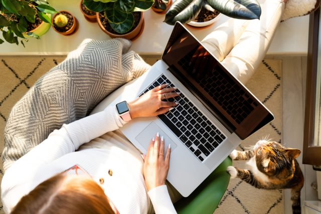 スキマ時間で気軽に始められる「WEBライティング」副業ライターはいくら稼いでいるの?