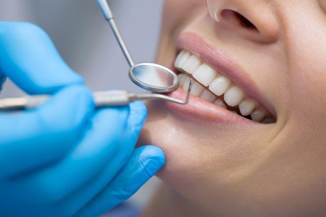 子どもの歯の矯正、コロナ禍を機に検討する人も?6割が治療費の高さに悩んでいる?