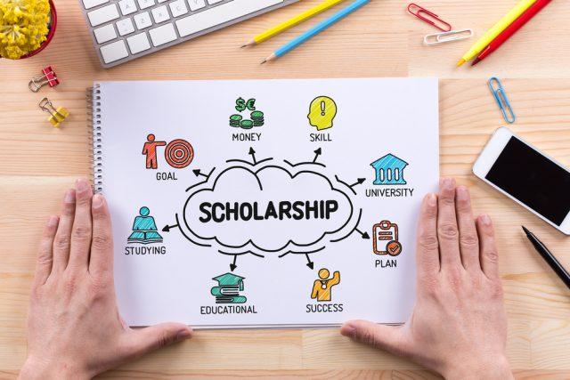 4月から社員の奨学金を企業が代理返還できるように。メリットとデメリットは?