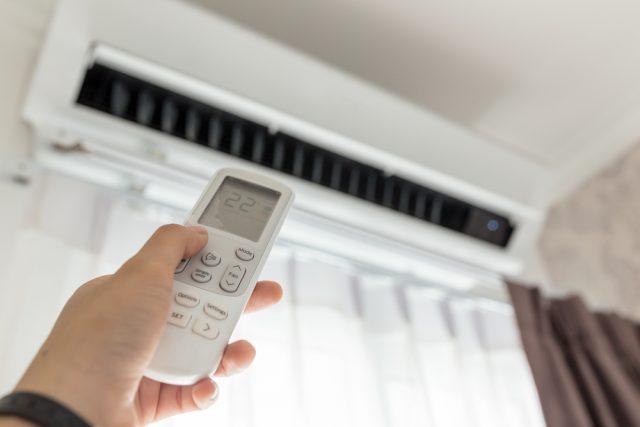 窓開け換気時のエアコン、どうしてる? 気になる冬場の電気代対策とは