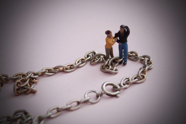 事実婚の場合、遺族年金はどうなる? 内縁の配偶者、子は受け取れる?