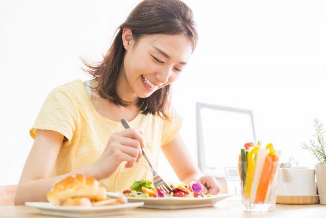 コロナ禍では食べることが楽しみ? 3割以上の人が食にかけるお金が増えた