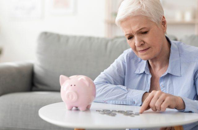 年金受給年齢の変遷  昔は何歳から受給できた?
